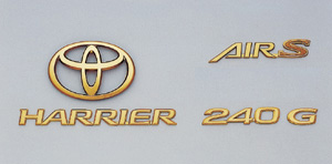 Gold emblem (the Toyota symbol/car name logograph/grademark) (for rear)