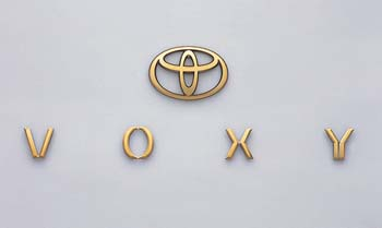 Gold emblem [the Toyota symbol (for rear) car name logograph (for rear)]